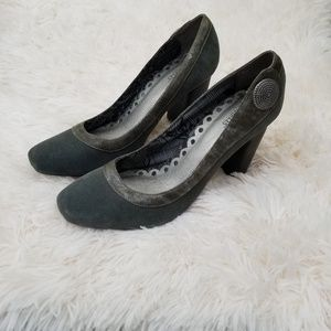 Seychelles Stacked Heel Gray Suede Leather…